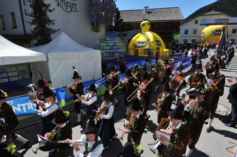 Giro del Trentino Melinda 2016 , 2° tappa Arco - Anras  Folclore