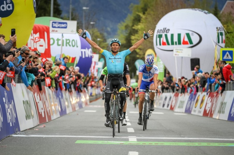 Scarponi sprints to win in style in Innsbruck
