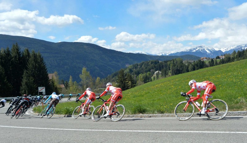 Tour of the Alps' stage 3: start and landscapes