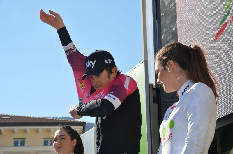 Award ceremonies: Thomas holds Fuchsia jersey