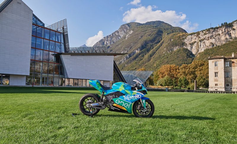 """From Baselga to Cles: an """"electric"""" stage leads TotA's peloton in Val di Non"""