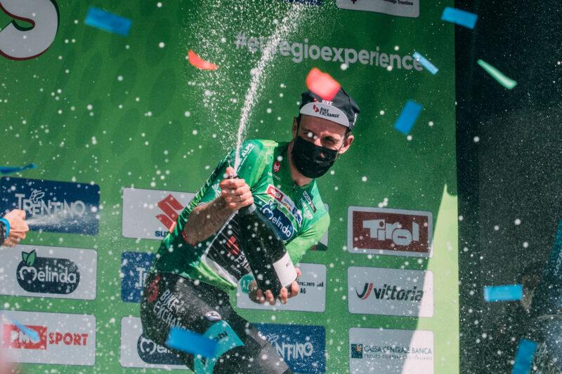 Englisch: Sieg bei der Tour of the Alps durch Simon Yates
